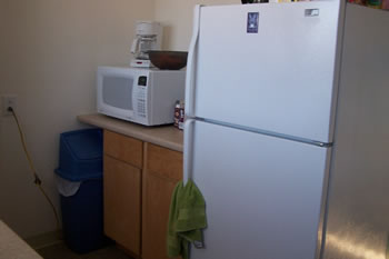 Tarheel Canine Facility Album - dorm_kitchen.jpg