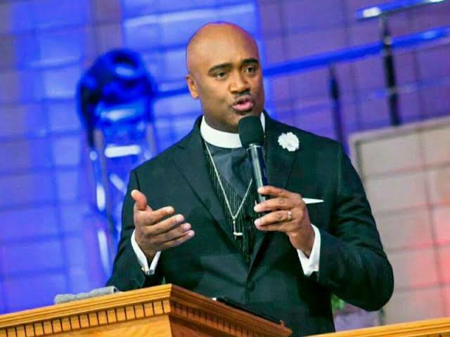 VOTE FOR INFRASTRUCTURAL DEVELOPMENT! Pastor Paul of House on the Rock tells Nigeria who to vote for [SEE DETAILS INSIDE]