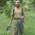 ranger nas vodi cijelim putem radi zaštite od divljih životinja