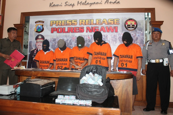 Tertangkap di Ngawi, Kawanan  Pengedar Kupon Abal-Abal Terancam Hukuman 5 Tahun Di Bui