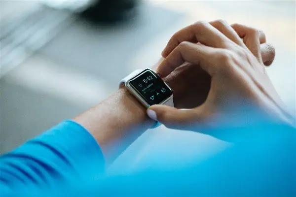 كيفية إيقاف تشغيل الضوء الأخضر على ساعة آبل Apple Watch
