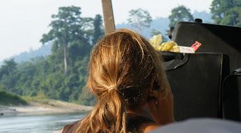 タマンヌガラで携帯電話
