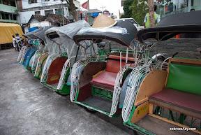 Riksze rowerowe to symbol Yogyakarty