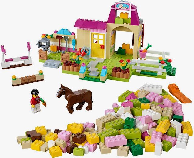 Quang cảnh trang trại rất sinh động của bộ xếp hình Lego Juniors 10674 Pony Farm
