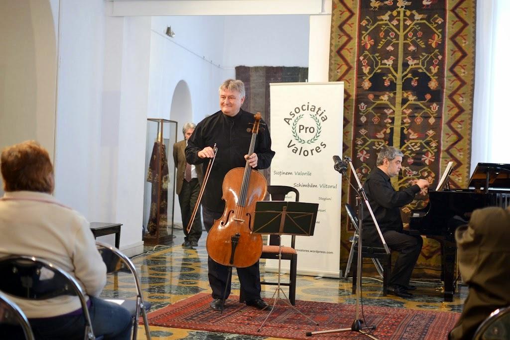 Violoncelistul Dan Cavassi - (248)