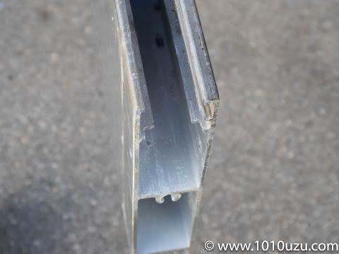 金ヤスリで加工後のサッシの下框