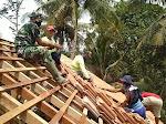 Anggota Koramil Temon Gotong Royong Penyempurnaan Bangunan Ponpes Nur Jannah