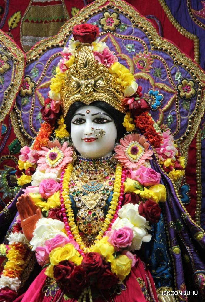 ISKCON Juhu Sringar Deity Darshan 20 Jan 2017 (18)
