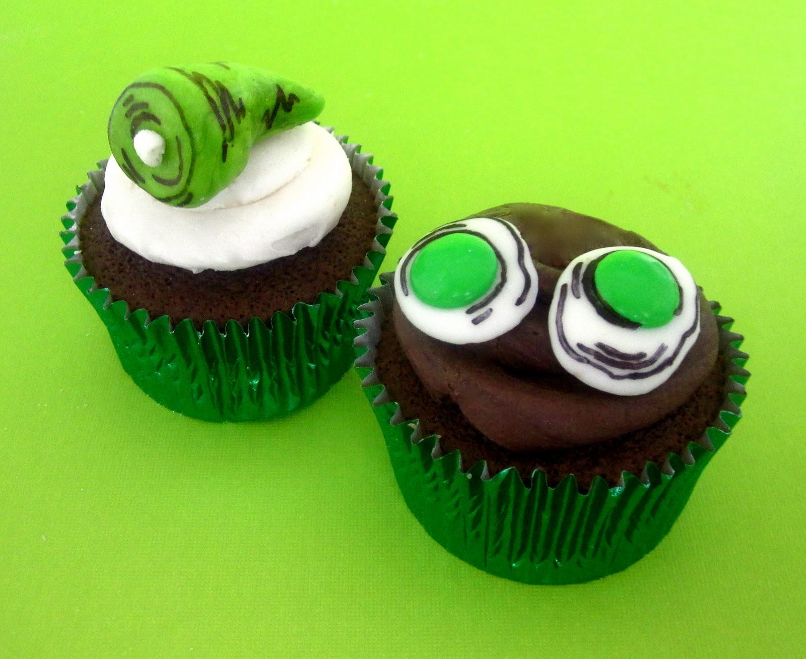DIY Dr. Seuss Treats (Green Eggs & Ham Cupcakes // Cat in ...