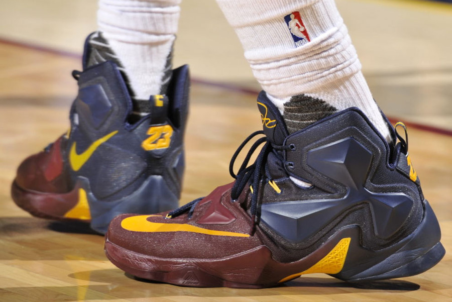 d23ea809cc6 LeBron James Debuts Faded LeBron 13 Cavs PE in Win vs Spurs ...
