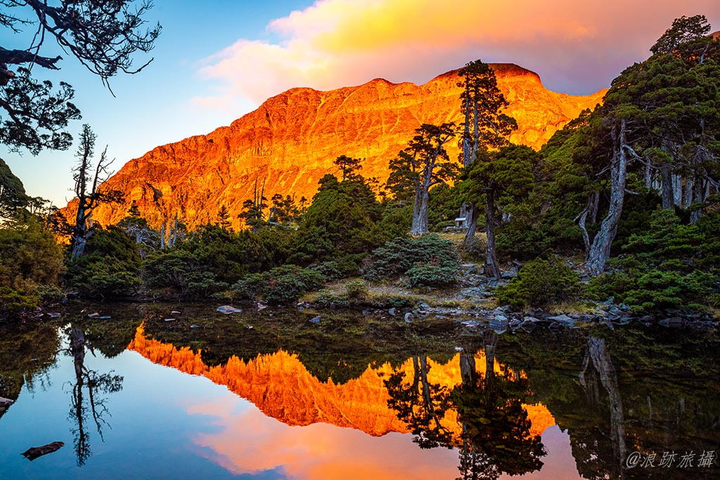 夕陽下的黃金北稜角與翠池倒影