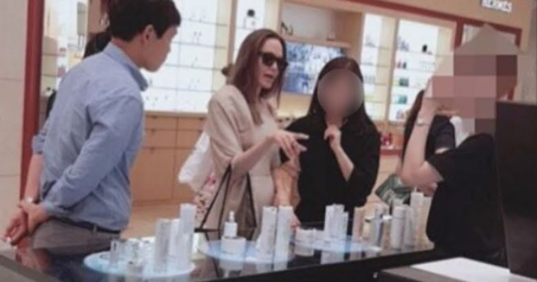Angelina Jolie Spotted Buying K Beauty Products In Myeongdong Korea Koreaboo