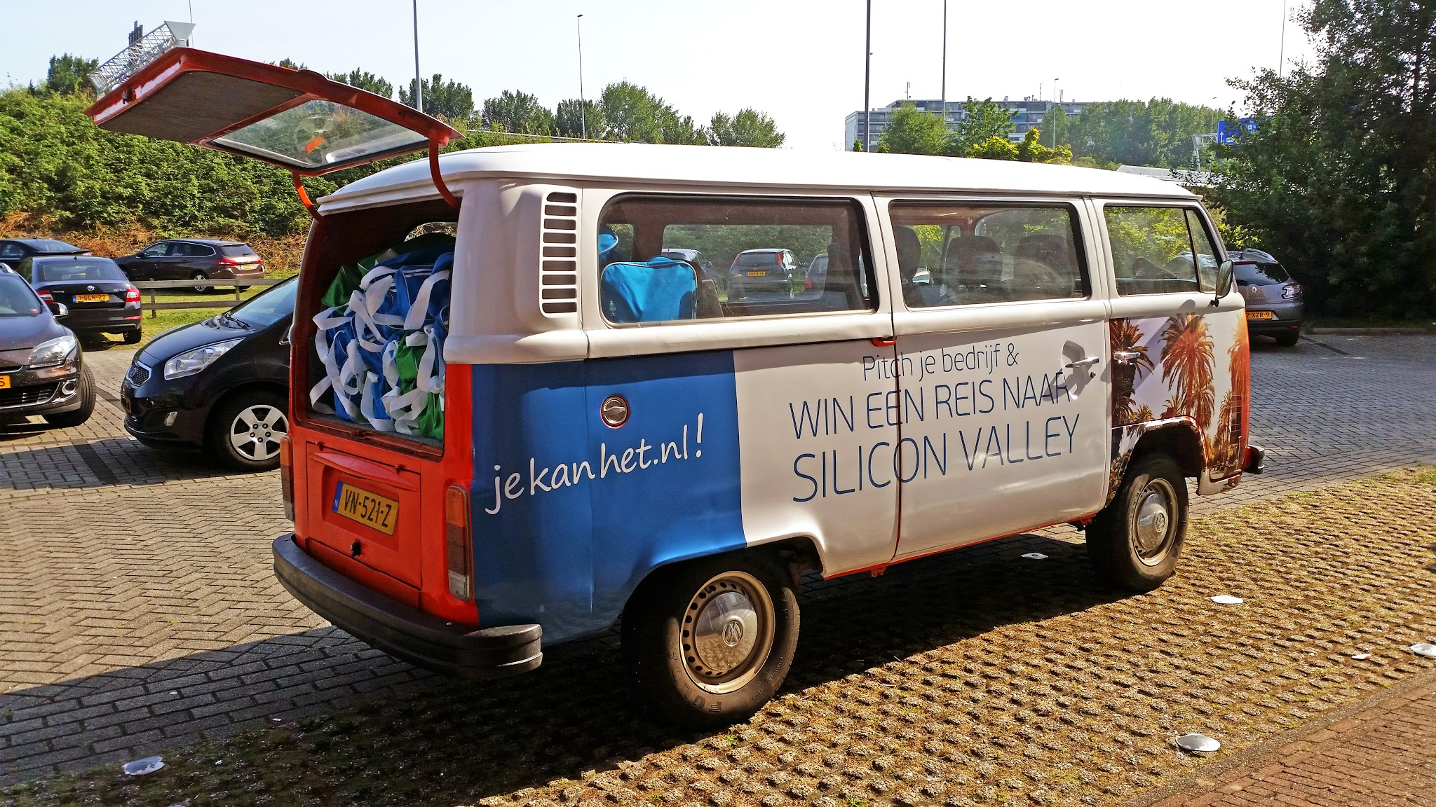 Ontwerp bestickering VW-busje campagne 'Pitch je bedrijf' voor Visma e-Accounting. Door: www.zuurstof.nl