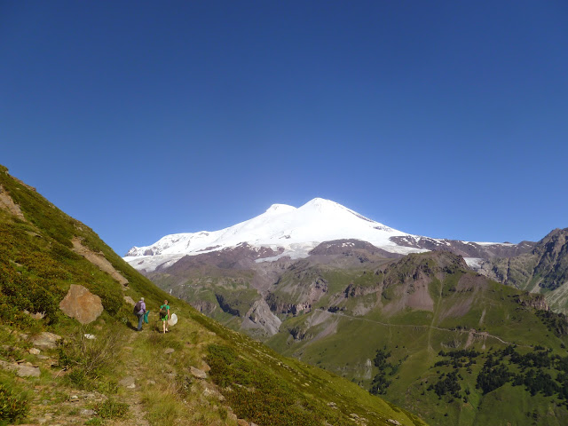 L'Elbruz depuis Cheget (2800 m) (Terskol, Kabardino-Balkarie), 8 août 2014. Photo : J. Marquet