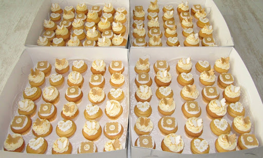 107-Gouden huwelijk cupcakes.JPG