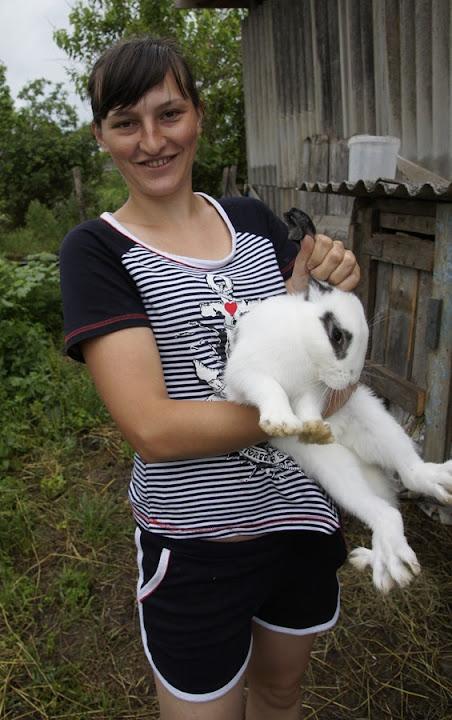 Анна Алисова и ее белый кролик