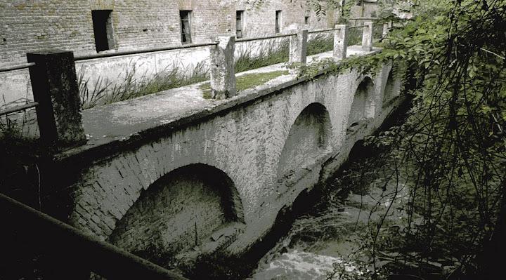 Mulino Cervino, muratura di contenimento dell'incile (2009)