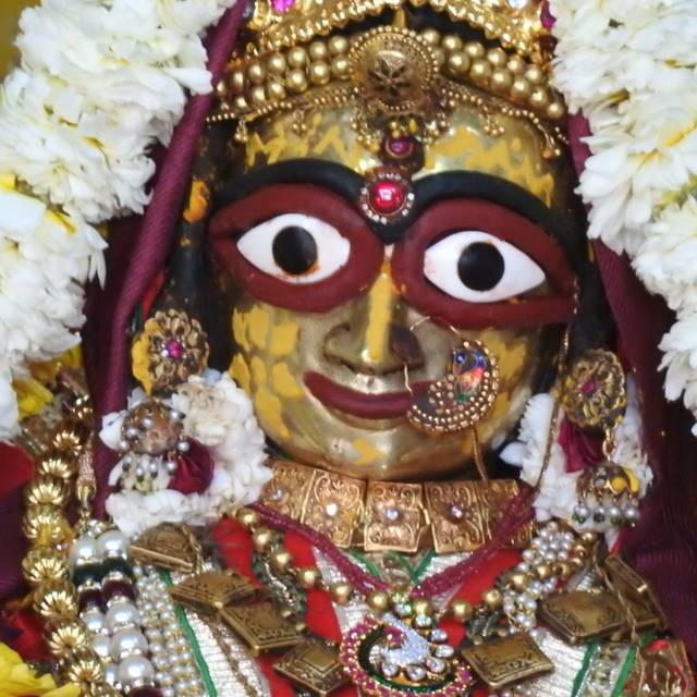 Radha Govind Devji Deity Darshan 01 Mar 2016 (4)