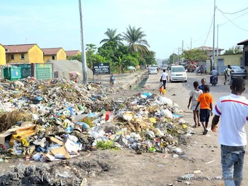 RDC : le ministre de l'Industrie réitère l'ultimatum sur les emballages plastiques