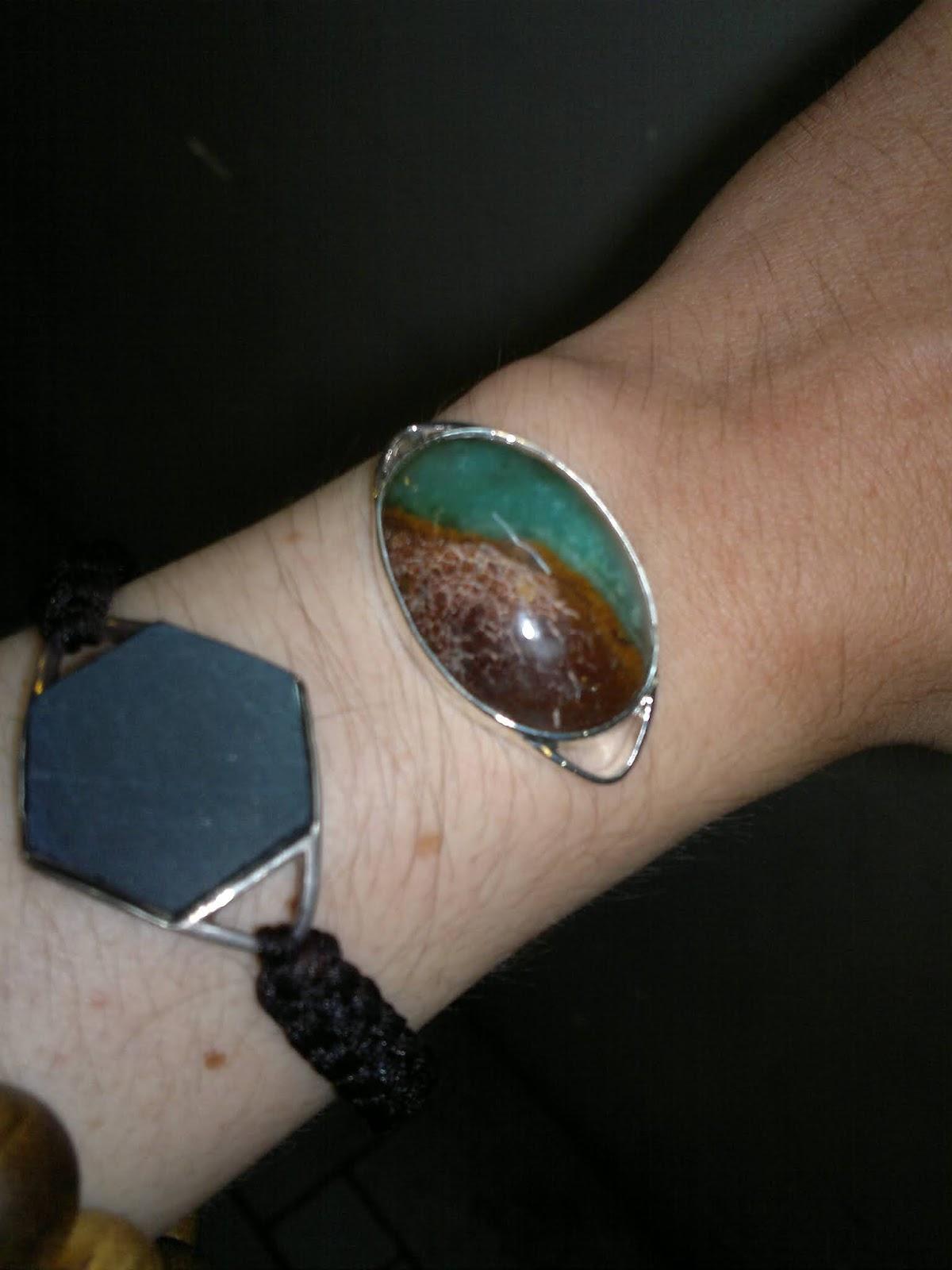 Mặt lắc tay đá quý Ngọc Đế Quang 2 màu luỡng nghi bọc bạc cao cấp