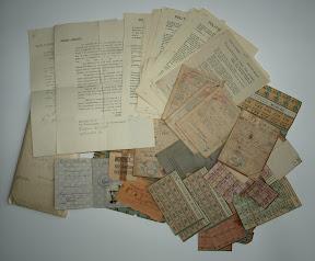 Diverse papieren van een Enschedese familie. Persoonsbewijs. Distributiestamkaarten. Kabelwacht brieven. Distributiebonnen. Bewijs van arbeid voor het Canadese leger.