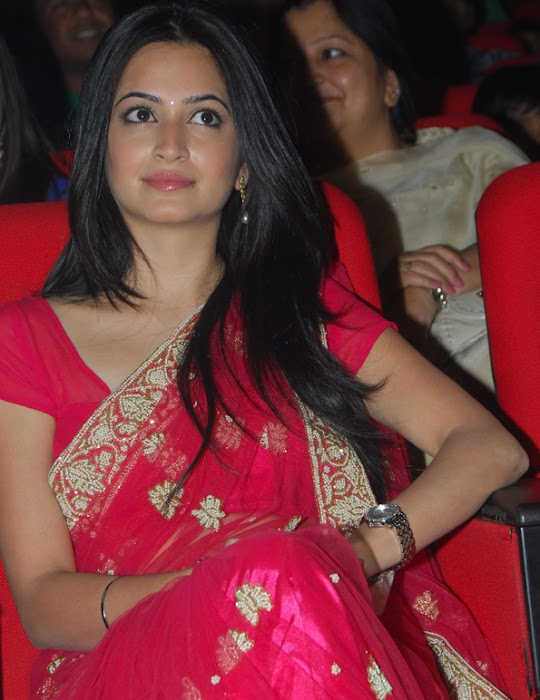 kriti kharbandha in red saree latest photos