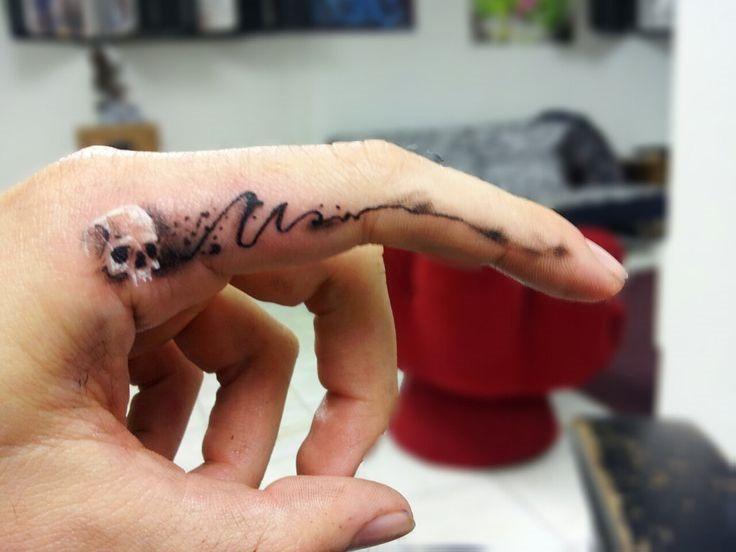 incrvel_habilidade_de_tatuagem_em_um_dedo