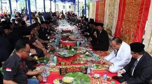 Makan Bajambah di Minangkabau