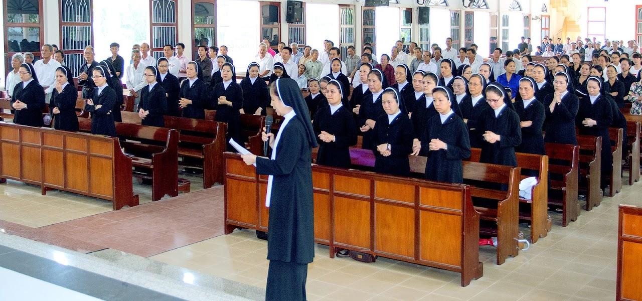 Hình ảnh tang lễ bà cố Anê Lê Thị Tâm, thân mẫu Sr Maria Nguyễn Thị Mỹ Kiều tại nhà thờ Hòa Nghĩa lúc 6g00 sáng thứ 2, ngày 2/5/2016