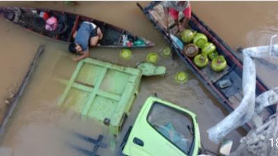 Kasat Lantas Polres Sekadau Jelaskan Kronologis Mobil Truk Tercebur Ke Sungai
