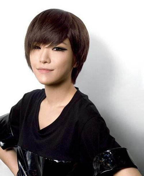 Korean short party hairstyles Short layered hairstyles witih long bangs with easy movement is simple way to give elegant look, so perfect for cute face of Korean girls.