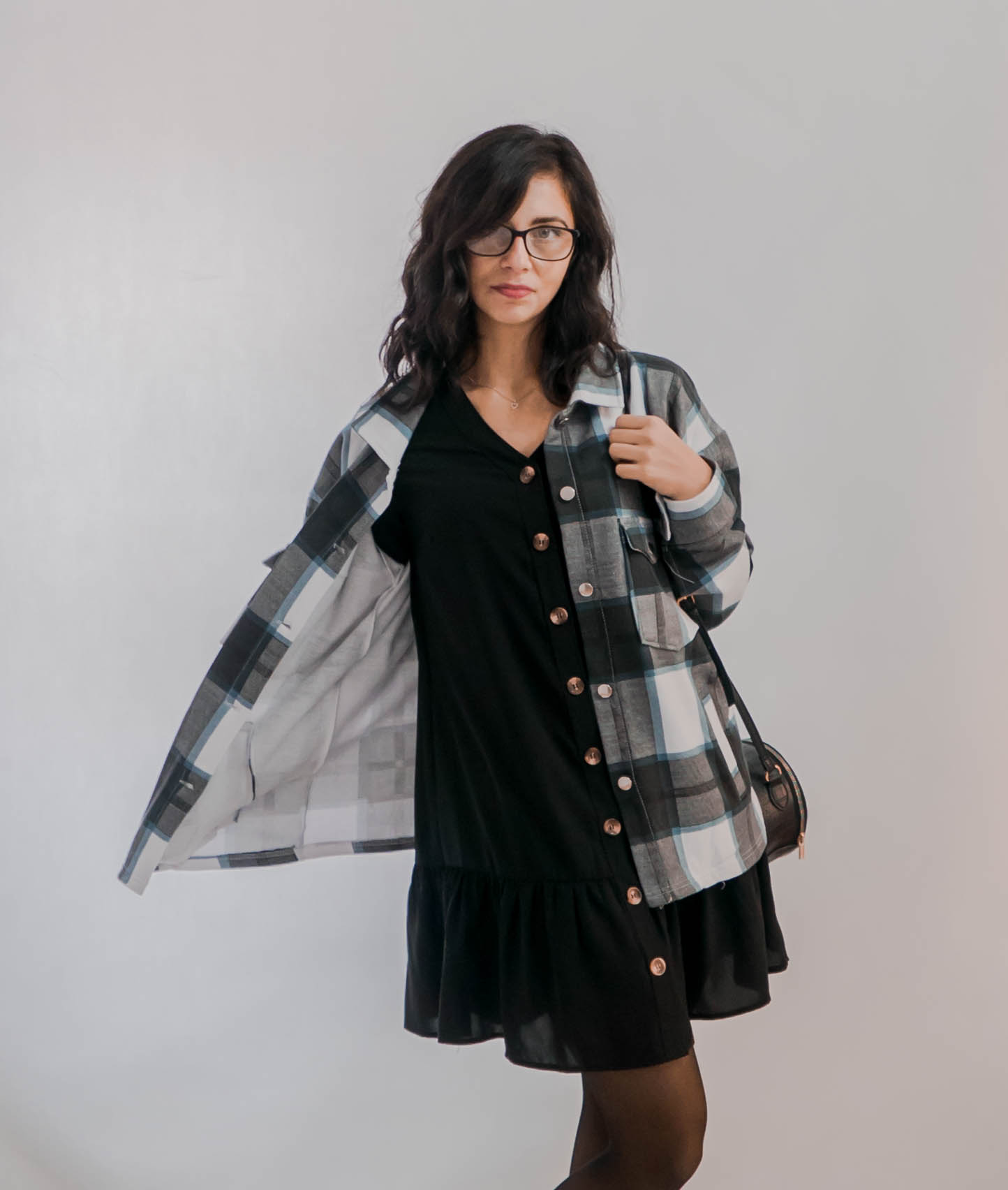 outfit z czarną sukienką