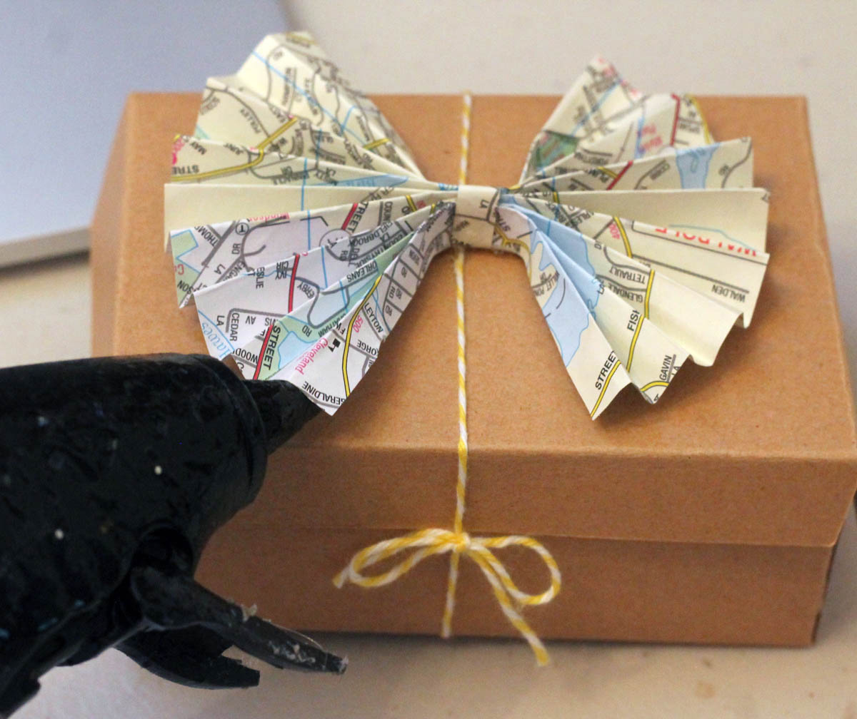 Adding a map paper bow to folded box