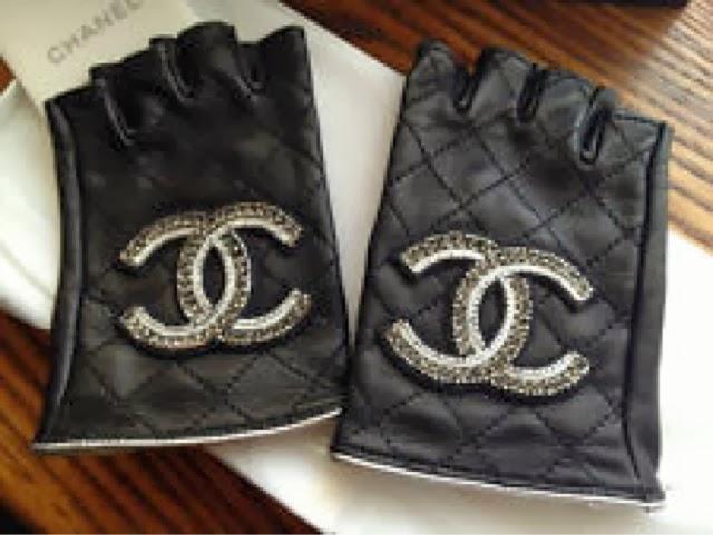 Q80 High Street Fingerless Gloves
