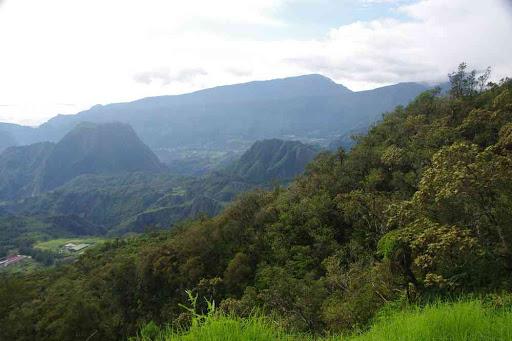 Départ de notre randonnée (lacet cote 1628). Vue vers le piton d'Anchain