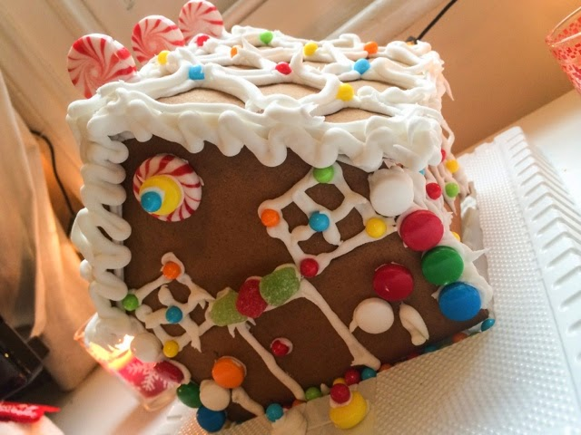 decorating-a-gingerbread-house