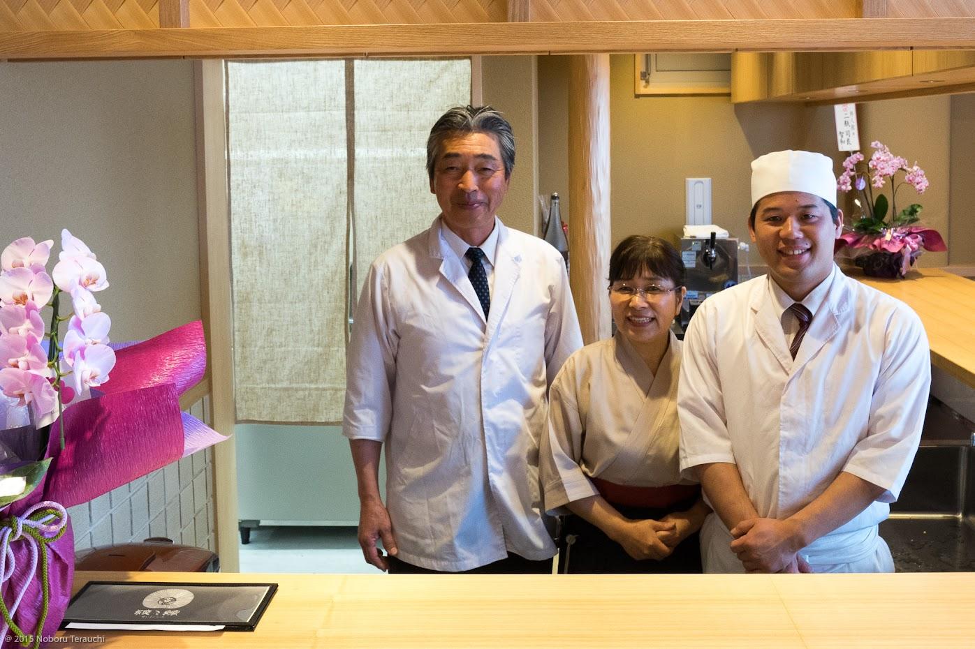 矢部福二郎社長、奥様・眞美江さん、塩谷直也料理長、素敵な笑顔のお三方