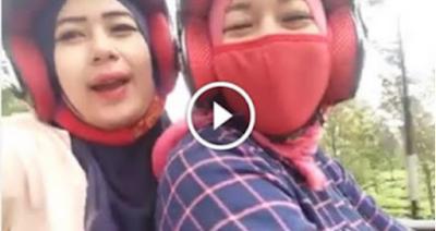 Kematian Datang Tak Mengenal Tempat, Beginilah Kejadianya Detik Detik Cewe Selfi Di Jalan Raya Samabil Mengendara Berujung Maut