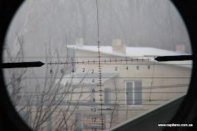 Подсветка прицельной марки на минимум , KANDAR 10x42, параллакс на максимум, дистанция приблизительно 500м