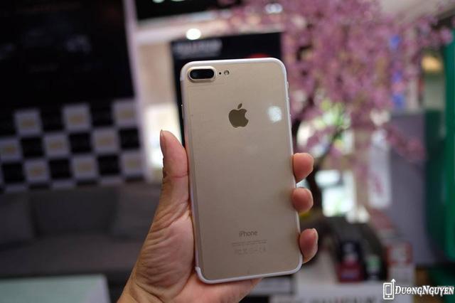Ngoại hình, màu sắc, chi tiết thiết kế của chiếc điện thoại nhái giống y hệt iPhone 7 Plus hàng thật