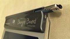 Brookstone Boogie Board は本体にスタイラスを収納できる