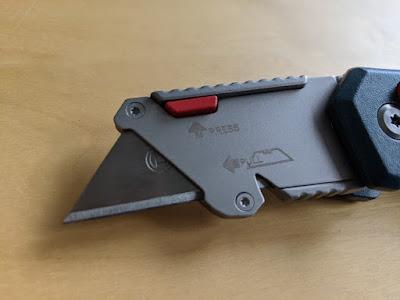 Bosch Professional Universal Klappmesser mit ausgeklappter und arretierter Klinge