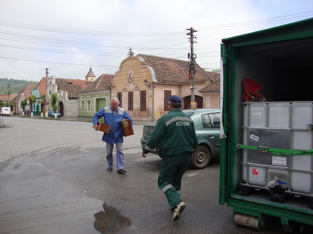 Prima campanie de colectare a deseurilor periculoase si a DEEEurilor - mai 2011 - DSC09490.JPG