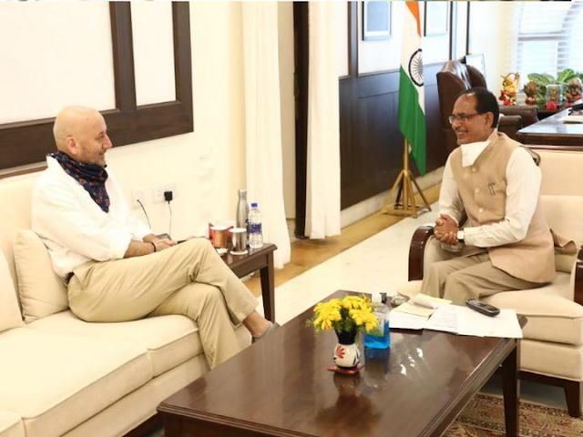 अनुपम खेर ने सीएम हाउस में मुख्यमंत्री शिवराज सिंह से मुलाकात की, वह अपनी फिल्म 'द लास्ट शो' की शूटिंग के लिए भोपाल आए हैं