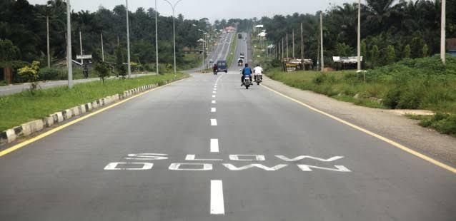 Roads Sweeping Begins In Ikot Ekpene As It Wears New Clean Look
