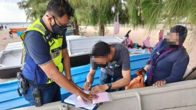 Pasangan kekasih dikompaun RM 4,000 yang berada di tepi pantai