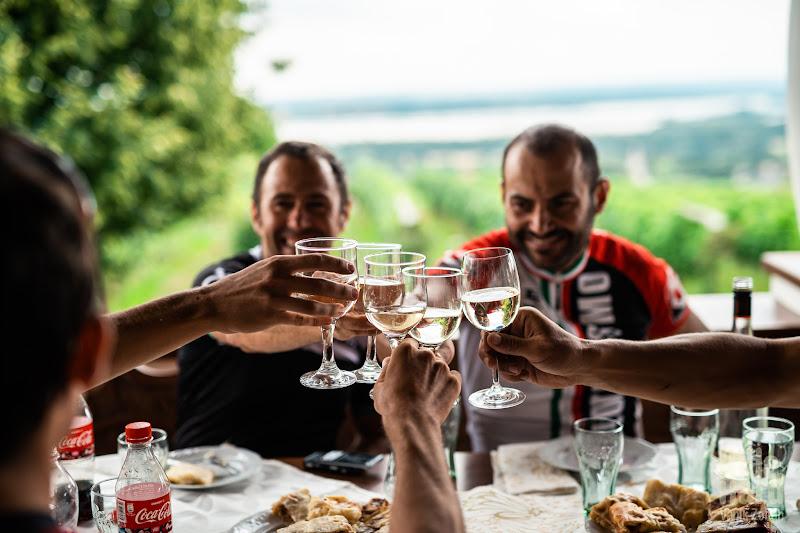 Cu mancarea buna merge la fel de bine si un vin bun.