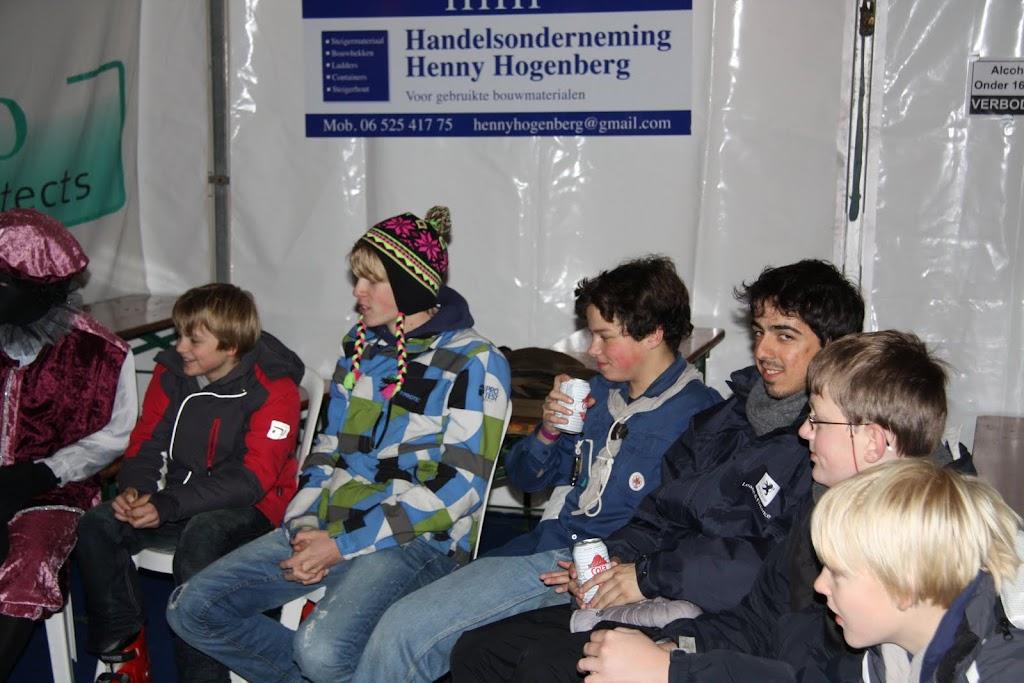 Sinterklaas bij de schaatsbaan - IMG_0408.JPG