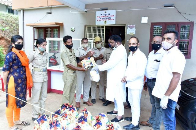 Eid Celebrated at Vitla -  ಈದ್ ಸಂಭ್ರಮದ ಘಮ ಘಮ ಬಿರಿಯಾನಿ ಕೊರೋನಾ ವಾರಿಯರಸ್ ಹೊಟ್ಟೆ ತಣಿಸಿತು