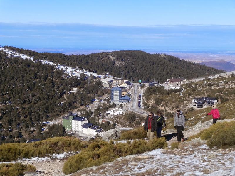 La estación de esquí de Navacerrada abajo a nuestra izquierda